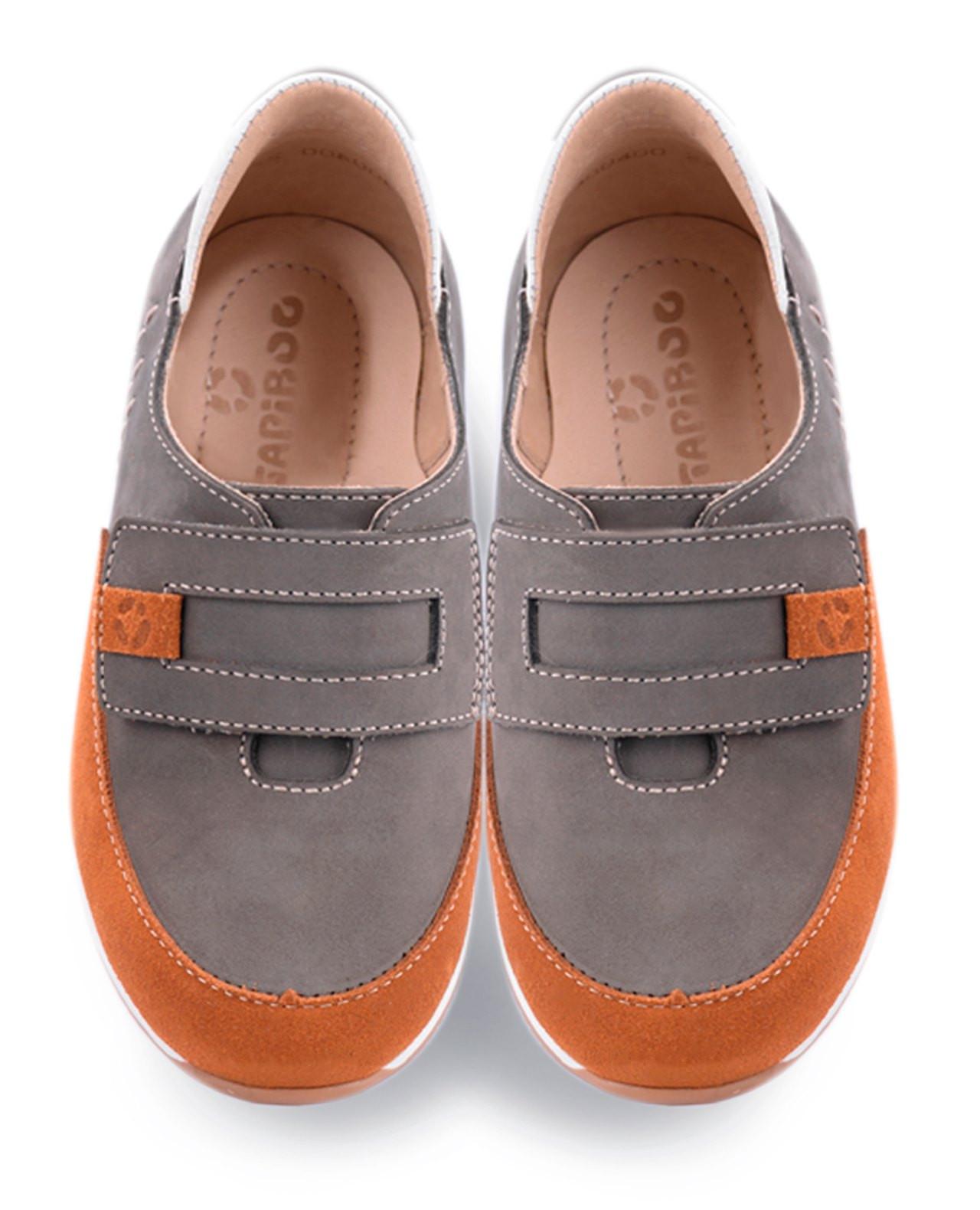 """Полуботинки Детские, Tapiboo Ива (43577, 33 )Ботинки<br>Полуботинки из коллекции «СПОРТ». Несмотря <br>на ярко-выраженный спортивный дизайн обладают <br>всеми необходимыми свойствами профилактической <br>обуви. Каблук продлен с внутренней стороны <br>до середины стопы, чтобы исключить вращение <br>(заваливание) стопы вовнутрь (вальгусная <br>деформация). Многослойная, анатомическая <br>стелька со сводоподдерживающим элементом <br>для правильного формирования стопы. Благодаря <br>использованию современных внутренних материалов <br>позволяет оптимально распределить нагрузку <br>по всей площади стопы и свести к минимуму <br>ее ударную составляющую. Жесткий фиксирующий <br>задник надежно стабилизирует голеностопный <br>сустав во время ходьбы. Упругая, эластичная <br>подошва, позволяет повторить естественное <br>движение стопы при ходьбе для правильного <br>распределения нагрузки на опорно-двигательный <br>аппарат ребенка. Подкладка из кожи теленка <br>обладает мягкостью и природной способностью <br>пропускать воздух для создания оптимального <br>температурного режима (нога не потеет) и <br>предотвращает натирание. Застежка типа <br>""""велкро"""" позволяет легко,<br>Размер INT: M; Цвет: Красный; Ширина: 100; Высота: 200; Вес: 1000;"""