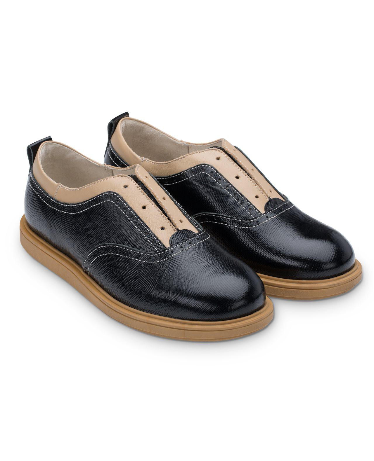 Полуботинки Детские, Tapiboo Твист (44495, 34 )Обувь для школы<br>Полуботинки. Оригинальная модель с намеком <br>на шнурки которые забыли вставить. Многослойная, <br>анатомическая стелька со сводоподдерживающим <br>элементом для правильного формирования <br>стопы. Благодаря использованию современных <br>внутренних материалов позволяет оптимально <br>распределить нагрузку по всей площади стопы <br>и свести к минимуму ее ударную составляющую. <br>Жесткий фиксирующий задник надежно стабилизирует <br>голеностопный сустав во время ходьбы. Упругая, <br>умеренно-эластичная подошва, имеющая перекат <br>позволяющий повторить естественное движение <br>стопы при ходьбе для правильного распределения <br>нагрузки на опорно-двигательный аппарат <br>ребенка. Подкладка из натуральной кожи <br>обладает мягкостью и природной способностью <br>пропускать воздух для создания оптимального <br>температурного режима (нога не потеет).<br>Размер INT: M; Цвет: Красный; Ширина: 100; Высота: 200; Вес: 1000;
