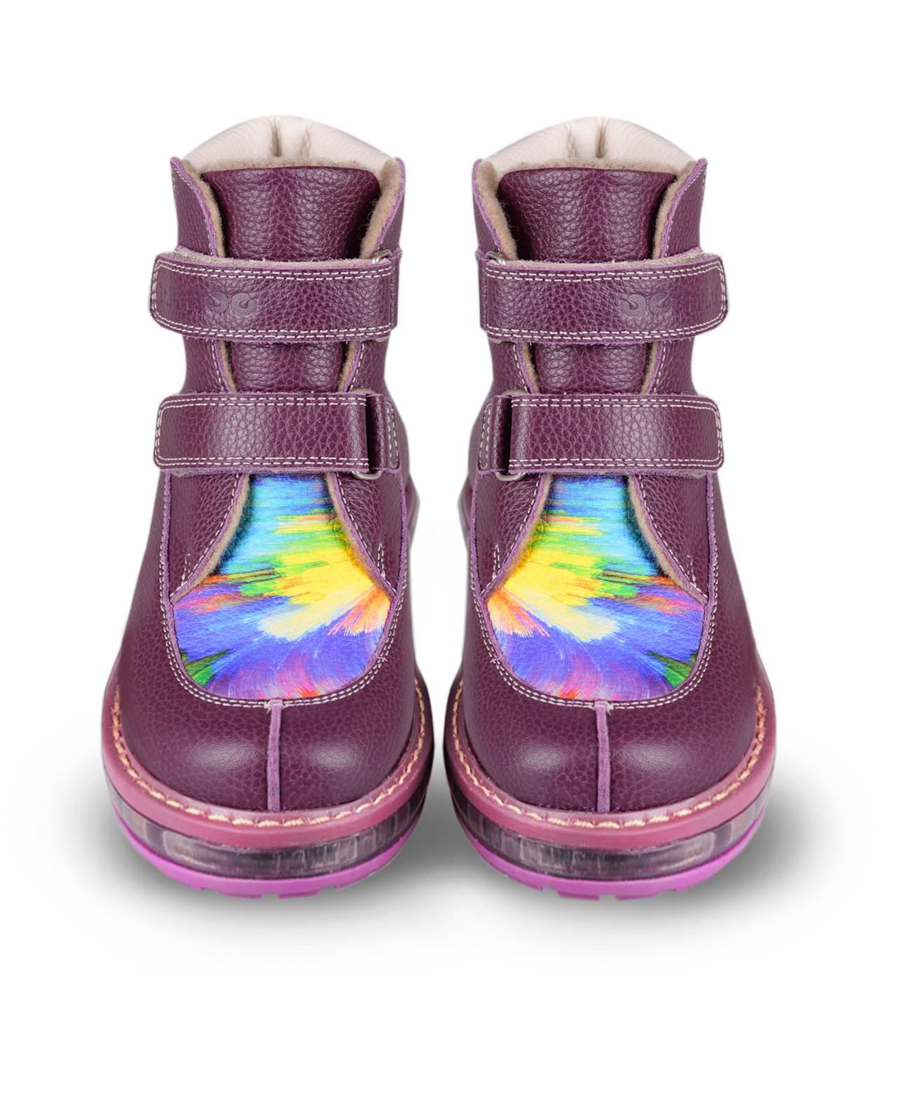 Ботинки Детские, Tapiboo СмородинаОсень<br>Ботинки утепленные. Многослойная, анатомическая <br>стелька для правильного формирования стопы. <br>Жесткий фиксирующий задник с удлиненным <br>крылом надежно стабилизирует голеностопный <br>сустав во время ходьбы. Упругая, умеренно-эластичная <br>подошва, имеющая перекат позволяющий повторить <br>естественное движение стопы при ходьбе <br>для правильного распределения нагрузки <br>на опорно-двигательный аппарат ребенка. <br>Подкладка из байки LANATEX поддерживает комфортную <br>температуру внутри обуви при погодных условиях <br>от +5 до -5 градусов. Застежки типа «велкро» <br>позволяют оптимально подогнать полноту <br>обуви по ноге ребенка (большой подъем или <br>вложение специальных вкладных ортопедических <br>приспособлений), обеспечивая при этом оптимальную <br>фиксацию стопы.<br>Размер INT: M; Цвет: Красный; Ширина: 100; Высота: 200; Вес: 1000;