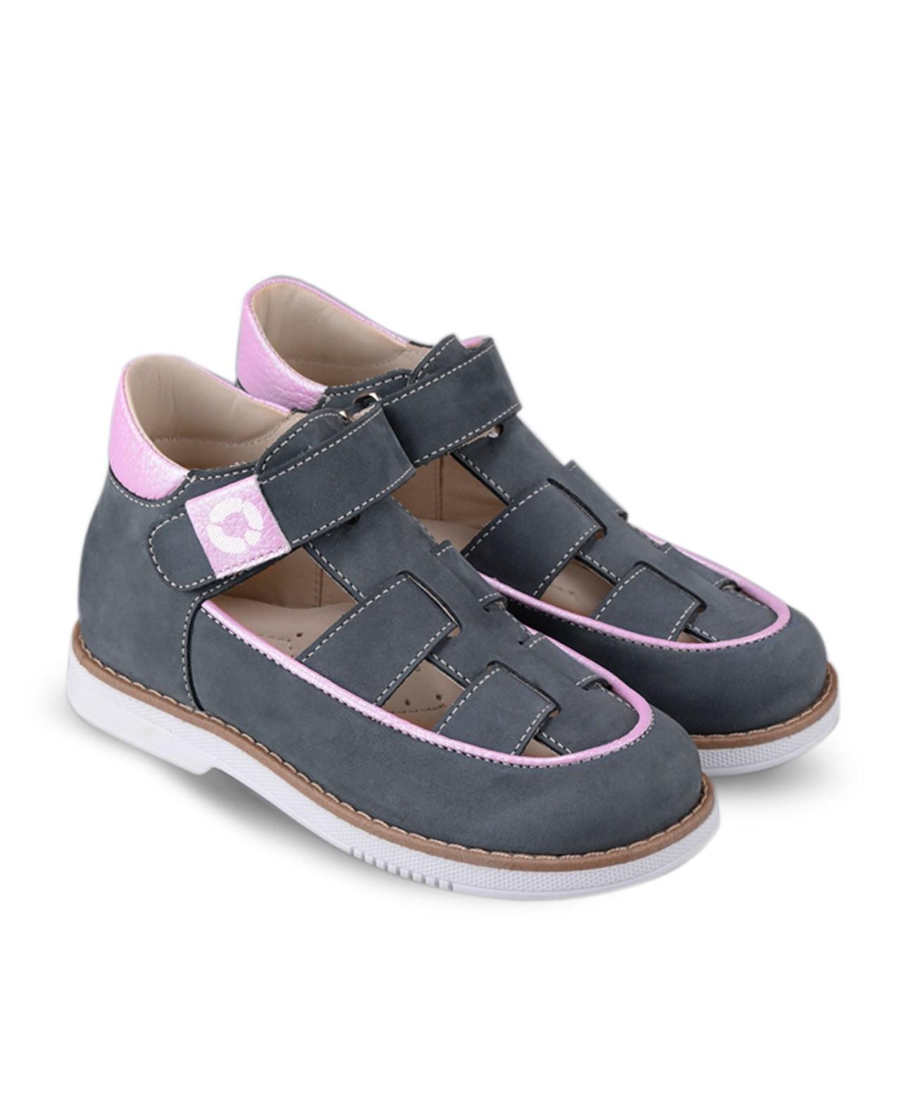 Туфли Детские, Tapiboo Панакота (43166, 25 )Туфли<br>Туфли для ежедневной профилактики плоскостопия. <br>Идеальны как сменная обувь в детский сад <br>и начальную школу. Широкий, устойчивый каблук, <br>специальной конфигурации «каблук Томаса». <br>Каблук продлен с внутренней стороны до <br>середины стопы, чтобы исключить вращение <br>(заваливание) стопы вовнутрь (пронационный <br>компонент деформации, так называемая косолапость, <br>или вальгусная деформация). Многослойная, <br>анатомическая стелька со сводоподдерживающим <br>элементом для правильного формирования <br>стопы. Благодаря использованию современных <br>внутренних материалов позволяет оптимально <br>распределить нагрузку по всей площади стопы <br>и свести к минимуму ее ударную составляющую. <br>Жесткий фиксирующий задник с удлиненным <br>«крылом» надежно стабилизирует голеностопный <br>сустав во время ходьбы, препятствуя развитию <br>патологических изменений стопы. Упругая, <br>умеренно-эластичная подошва, имеющая перекат <br>позволяющий повторить естественное движение <br>стопы при ходьбе для правильного распределения <br>нагрузки на опорно-двигательный аппарат <br>ребенка. Подкладка из кож<br>Размер INT: M; Цвет: Красный; Ширина: 100; Высота: 200; Вес: 1000;