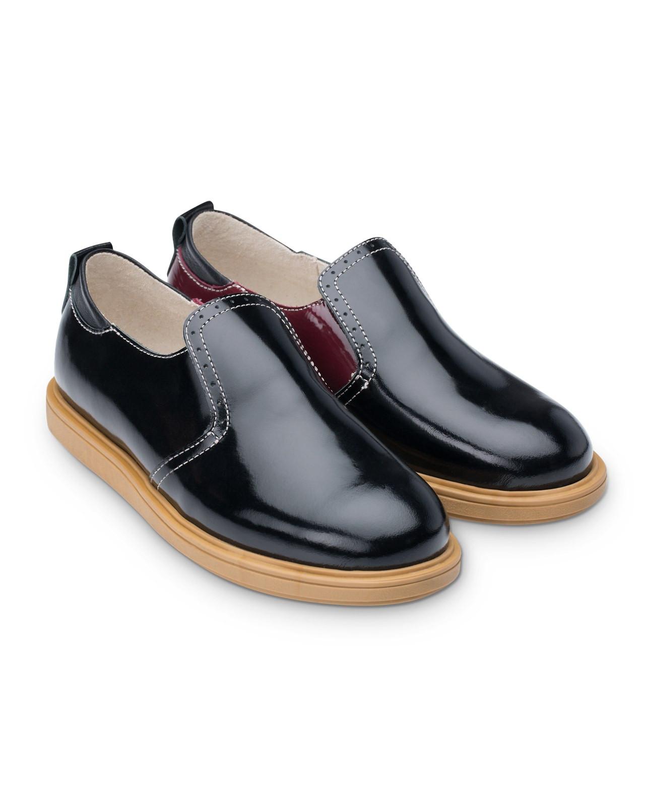 Полуботинки Детские, Tapiboo Твист (44480, 34 )Обувь для школы<br>Классические полуботинки для ежедневной <br>профилактики плоскостопия. Многослойная, <br>анатомическая стелька со сводоподдерживающим <br>элементом для правильного формирования <br>стопы. Благодаря использованию современных <br>внутренних материалов позволяет оптимально <br>распределить нагрузку по всей площади стопы <br>и свести к минимуму ее ударную составляющую. <br>Жесткий фиксирующий задник надежно стабилизирует <br>голеностопный сустав во время ходьбы. Упругая, <br>умеренно-эластичная подошва, имеющая перекат <br>позволяющий повторить естественное движение <br>стопы при ходьбе для правильного распределения <br>нагрузки на опорно-двигательный аппарат <br>ребенка. Подкладка из натуральной кожи <br>обладает мягкостью и природной способностью <br>пропускать воздух для создания оптимального <br>температурного режима (нога не потеет).<br>Размер INT: M; Цвет: Красный; Ширина: 100; Высота: 200; Вес: 1000;