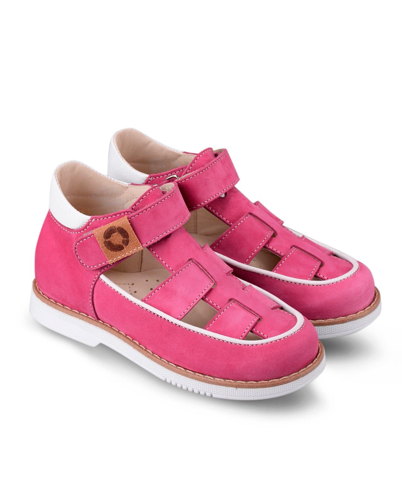 Туфли Детские, Tapiboo Чизкейк (43159, 26 )Туфли<br>Туфли для ежедневной профилактики плоскостопия. <br>Идеальны как сменная обувь в детский сад <br>и начальную школу. Широкий, устойчивый каблук, <br>специальной конфигурации «каблук Томаса». <br>Каблук продлен с внутренней стороны до <br>середины стопы, чтобы исключить вращение <br>(заваливание) стопы вовнутрь (пронационный <br>компонент деформации, так называемая косолапость, <br>или вальгусная деформация). Многослойная, <br>анатомическая стелька со сводоподдерживающим <br>элементом для правильного формирования <br>стопы. Благодаря использованию современных <br>внутренних материалов позволяет оптимально <br>распределить нагрузку по всей площади стопы <br>и свести к минимуму ее ударную составляющую. <br>Жесткий фиксирующий задник с удлиненным <br>«крылом» надежно стабилизирует голеностопный <br>сустав во время ходьбы, препятствуя развитию <br>патологических изменений стопы. Упругая, <br>умеренно-эластичная подошва, имеющая перекат <br>позволяющий повторить естественное движение <br>стопы при ходьбе для правильного распределения <br>нагрузки на опорно-двигательный аппарат <br>ребенка. Подкладка из кож<br>Размер INT: M; Цвет: Красный; Ширина: 100; Высота: 200; Вес: 1000;