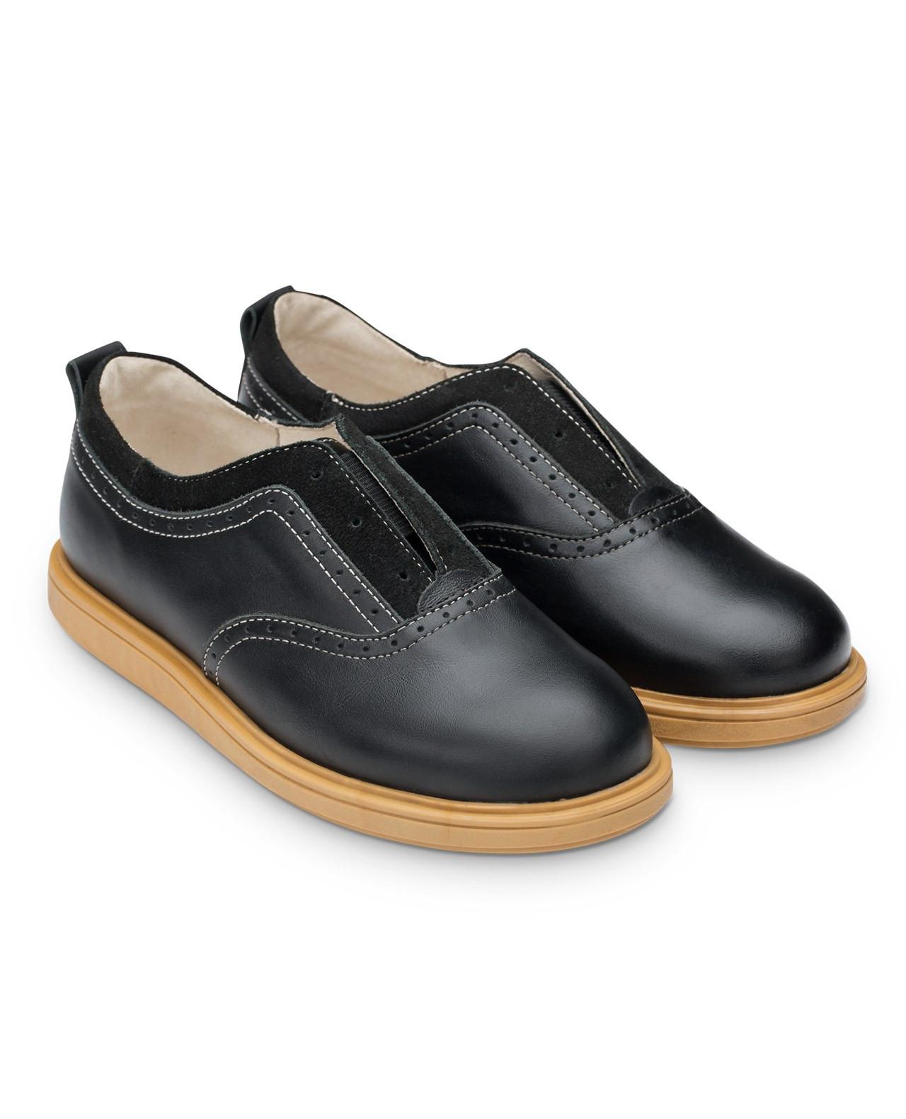 Полуботинки Детские, Tapiboo Степ (44489, 33 )Обувь для школы<br>Оригинальная модель с намеком на шнурки <br>которые забыли вставить. Многослойная, <br>анатомическая стелька со сводоподдерживающим <br>элементом для правильного формирования <br>стопы. Благодаря использованию современных <br>внутренних материалов позволяет оптимально <br>распределить нагрузку по всей площади стопы <br>и свести к минимуму ее ударную составляющую. <br>Жесткий фиксирующий задник надежно стабилизирует <br>голеностопный сустав во время ходьбы. Упругая, <br>умеренно-эластичная подошва, имеющая перекат <br>позволяющий повторить естественное движение <br>стопы при ходьбе для правильного распределения <br>нагрузки на опорно-двигательный аппарат <br>ребенка. Подкладка из натуральной кожи <br>обладает мягкостью и природной способностью <br>пропускать воздух для создания оптимального <br>температурного режима (нога не потеет).<br>Размер INT: M; Цвет: Красный; Ширина: 100; Высота: 200; Вес: 1000;
