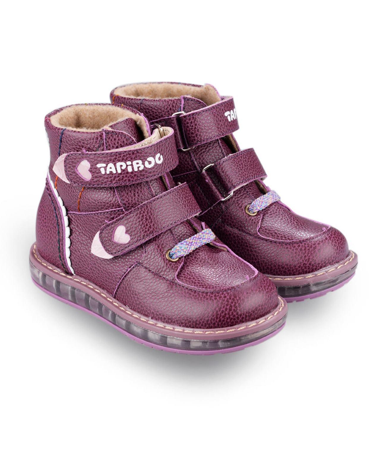 Ботинки Детские, Tapiboo Смородина (42128, 26 )Осень<br>Ботинки утепленные. Многослойная, анатомическая <br>стелька для правильного формирования стопы. <br>Жесткий фиксирующий задник с удлиненным <br>крылом надежно стабилизирует голеностопный <br>сустав во время ходьбы. Упругая, умеренно-эластичная <br>подошва, имеющая перекат позволяющий повторить <br>естественное движение стопы при ходьбе <br>для правильного распределения нагрузки <br>на опорно-двигательный аппарат ребенка. <br>Подкладка из байки LANATEX поддерживает комфортную <br>температуру внутри обуви при погодных условиях <br>от +5 до -5 градусов. Застежки типа «велкро» <br>позволяют оптимально подогнать полноту <br>обуви по ноге ребенка (большой подъем или <br>вложение специальных вкладных ортопедических <br>приспособлений), обеспечивая при этом оптимальную <br>фиксацию стопы.<br>Размер INT: M; Цвет: Красный; Ширина: 100; Высота: 200; Вес: 1000;