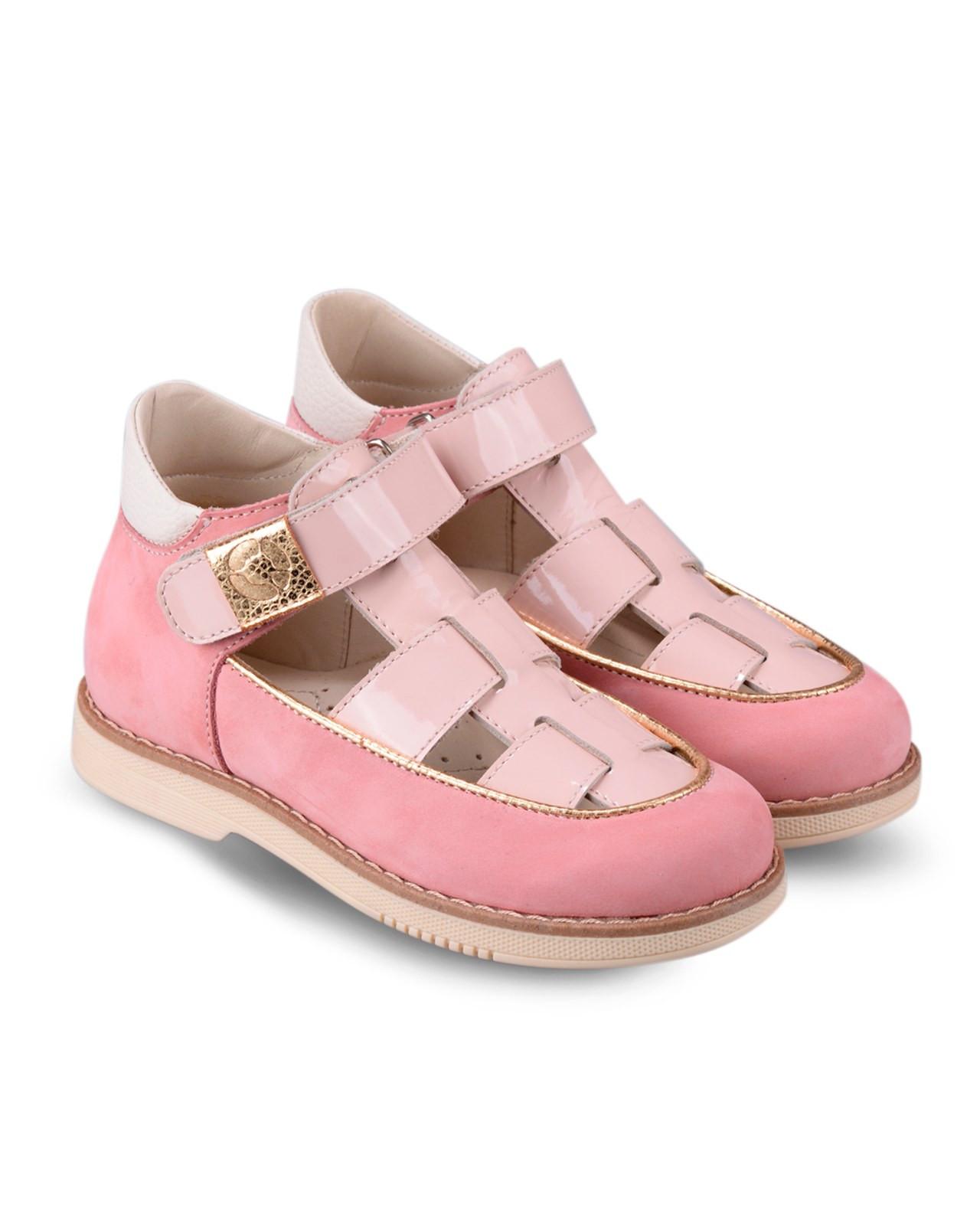 Туфли Детские, Tapiboo Карамель (43143, 26 )Туфли<br>Туфли для ежедневной профилактики плоскостопия. <br>Идеальны как сменная обувь в детский сад <br>и начальную школу. Широкий, устойчивый каблук, <br>специальной конфигурации «каблук Томаса». <br>Каблук продлен с внутренней стороны до <br>середины стопы, чтобы исключить вращение <br>(заваливание) стопы вовнутрь (пронационный <br>компонент деформации, так называемая косолапость, <br>или вальгусная деформация). Многослойная, <br>анатомическая стелька со сводоподдерживающим <br>элементом для правильного формирования <br>стопы. Благодаря использованию современных <br>внутренних материалов позволяет оптимально <br>распределить нагрузку по всей площади стопы <br>и свести к минимуму ее ударную составляющую. <br>Жесткий фиксирующий задник с удлиненным <br>«крылом» надежно стабилизирует голеностопный <br>сустав во время ходьбы, препятствуя развитию <br>патологических изменений стопы. Упругая, <br>умеренно-эластичная подошва, имеющая перекат <br>позволяющий повторить естественное движение <br>стопы при ходьбе для правильного распределения <br>нагрузки на опорно-двигательный аппарат <br>ребенка. Подкладка из кож<br>Размер INT: M; Цвет: Красный; Ширина: 100; Высота: 200; Вес: 1000;