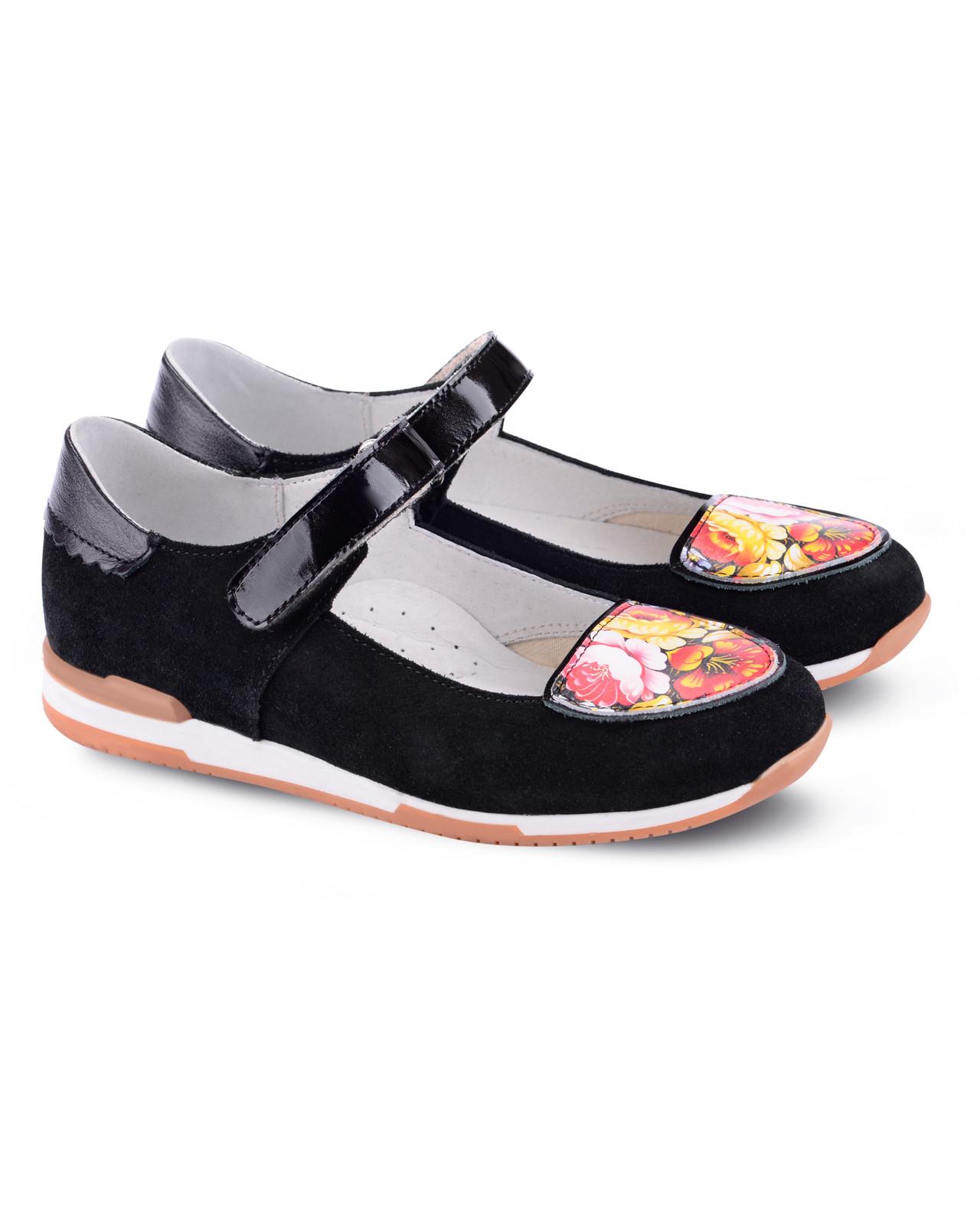 Туфли Детские, Tapiboo Этника (44511, 35 )Обувь для школы<br>Туфли. Красота и элегантность. Широкий, <br>устойчивый каблук, специальной конфигурации <br>«каблук Томаса». Каблук продлен с внутренней <br>стороны до середины стопы, чтобы исключить <br>вращение (заваливание) стопы вовнутрь (пронационный <br>компонент деформации, так называемая косолапость, <br>или вальгусная деформация). Многослойная, <br>анатомическая стелька со сводоподдерживающим <br>элементом для правильного формирования <br>стопы. Благодаря использованию современных <br>внутренних материалов позволяет оптимально <br>распределить нагрузку по всей площади стопы <br>и свести к минимуму ее ударную составляющую. <br>Жесткий фиксирующий задник надежно стабилизирует <br>голеностопный сустав во время ходьбы. Подкладка <br>из натуральной кожи обладает повышенной <br>износостойкостью в сочетании с мягкостью <br>и отличной способностью пропускать воздух <br>для создания оптимального температурного <br>режима (нога не потеет).<br>Размер INT: M; Цвет: Красный; Ширина: 100; Высота: 200; Вес: 1000;